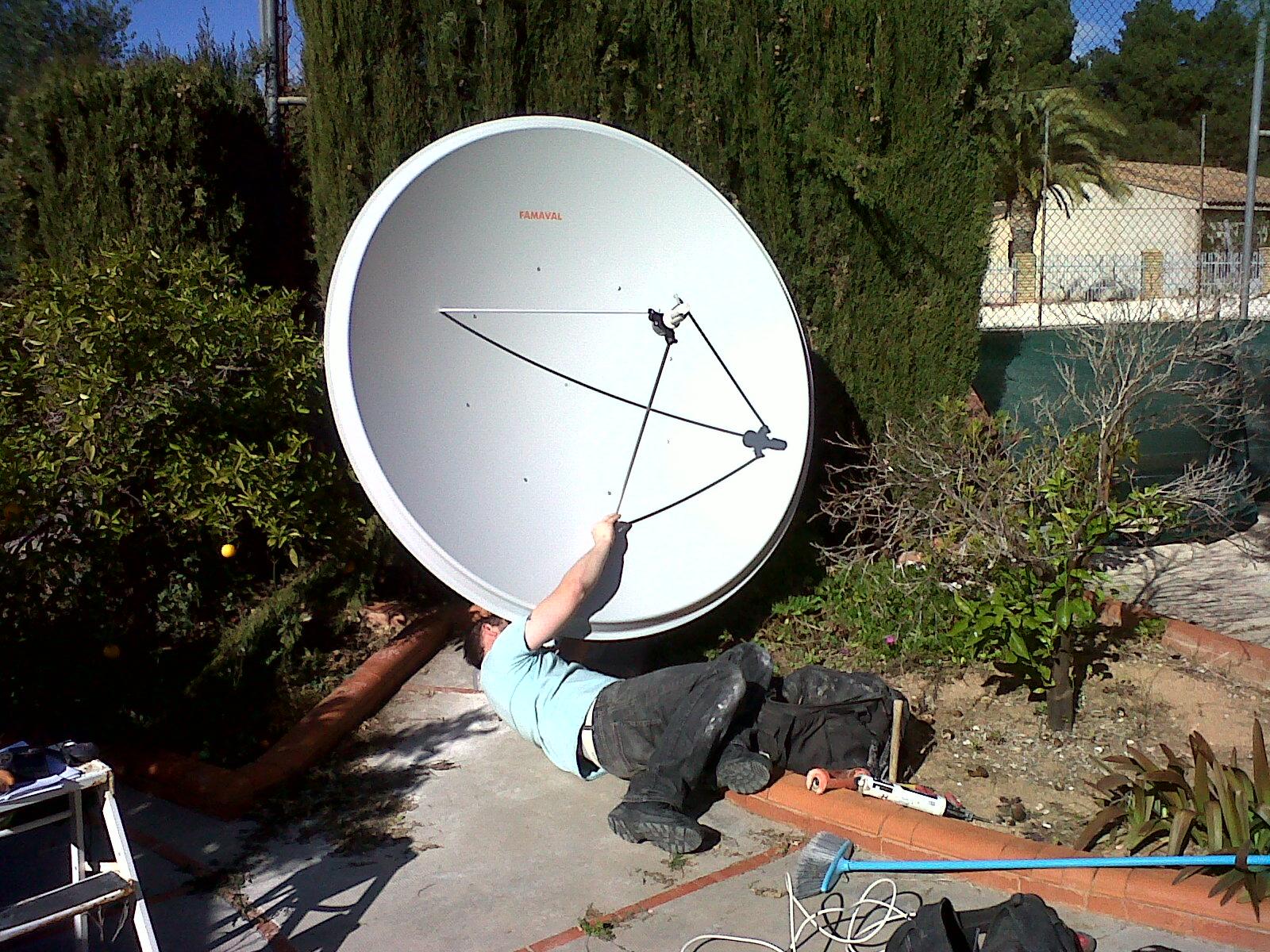 Big Satellite Dish Famaval 1 9 Sky Tv Freesat Uk