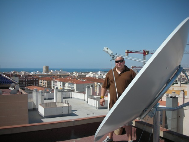 BIG SATELLITE DISH IN TORREVIEJA 1.9 FAMAVAL SATELLITE DISH PRIME FOCUS DISH WITH INVACOM LNB C-120 FLANGE INSTALLED ON ROOF FOR COMMUNITY INSTALLTION